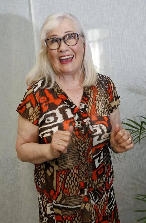 Maija-Liisa Peuhu viihtyy Ulla Taalasmaan roolissa ja on käsikirjoittanut uuden Ullalla on asiaa -spin offin.