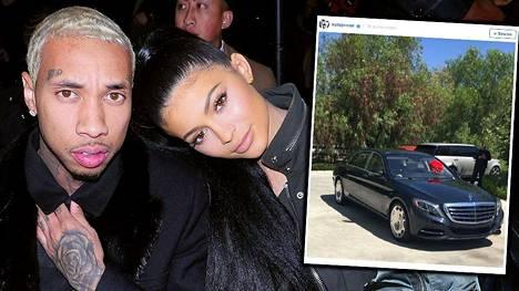 Räppäri Tyga (vas.) päätti hemmotella tyttöystäväänsä Kylie Jenneriä tämän 19-vuotispäivän kunniaksi. Mecedes Benzillä, tottakai.
