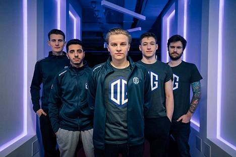 """Aleksi """"Aleksib"""" Virolaisen (keskellä) johtama OG on yksi BLAST-sarjan kumppanijoukkueista, jotka kilpailevat ensin keskenään lohkovaiheessa."""