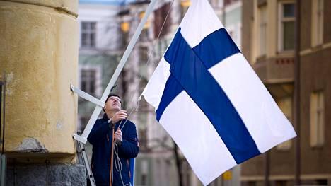 Monena arkipyhänä on syytä vetää lippua salkoon.