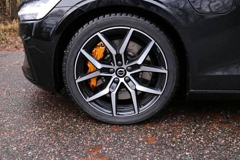 Brembon jarrusatulat kielivät tehokkaasta autosta.