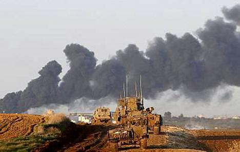 Israelin panssarijoukkojen kerrottiin tunkeutuvan kohti Gazan eteläosassa sijaitsevaa Khan Junisin kaupunkia.