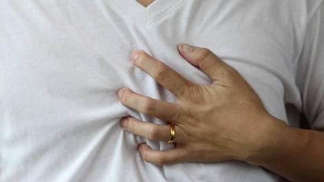 Äkillinen rintakipu ei ole ainoa oire, joka on syytä ottaa vakavasti.