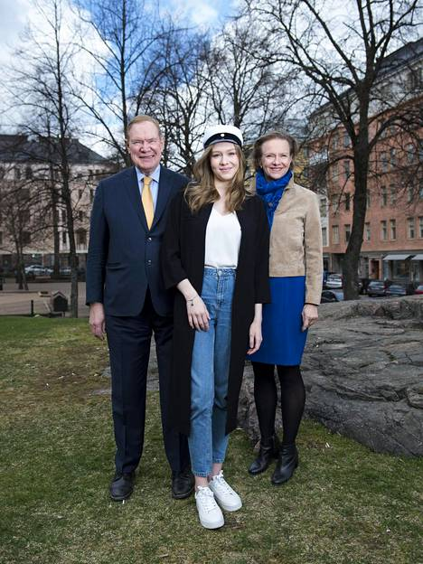 Lipposten tytär Emilia tähtää ulkomaille opiskelemaan.