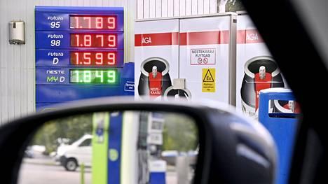 Polttoainekustannuksissa voi säästää myös vertailemalla paikallisia hintoja.