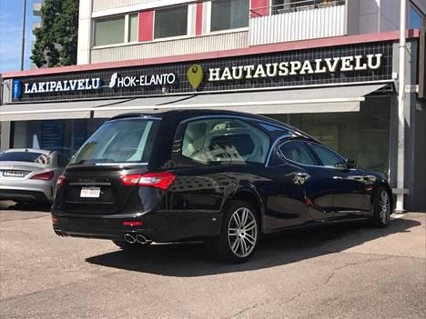 Maserati Ghibli -saattoauto saapui Helsinkiin keskiviikkona.