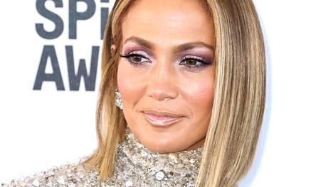 Jennifer Lopez on raidoittanut tukkaansa viime aikoina oikein kunnolla.