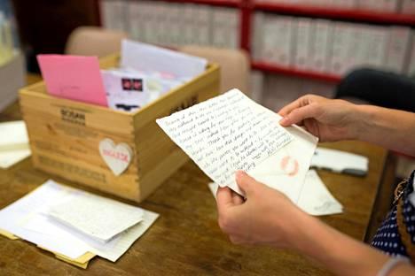 Kirjeet ovat persoonallisia sekä sisällöltään että ulkoasultaan.