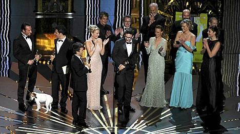 The Artist -elokuvat tekijät juhlivat Oscar-gaalassa.