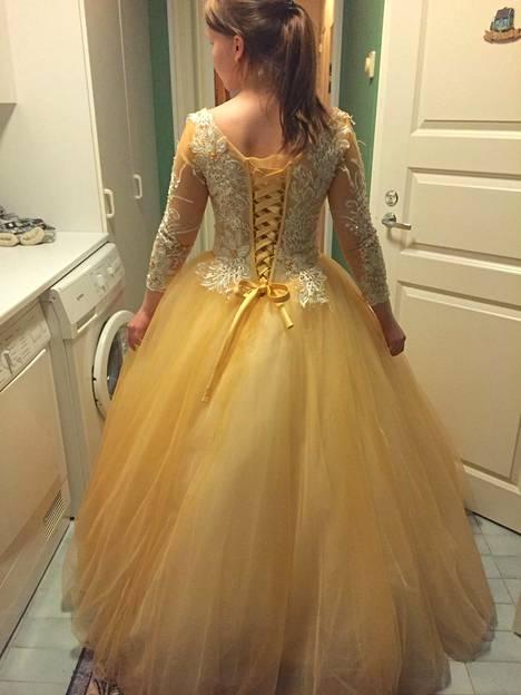 Elina Harju löysi mekkonsa netistä.