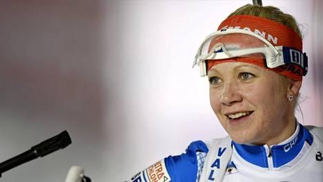 Kaisa Mäkäräinen palkitsi television ääreen kerääntyneet katsojat sunnuntaina yhteislähtökilpailun voitolla.