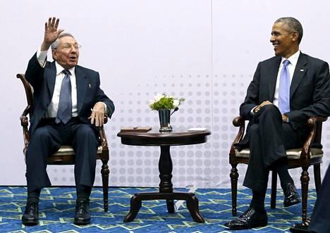 Kuuban presidentti Raul Castro ja Yhdysvaltain presidentti Barack Obama tapasivat huhtikuussa.