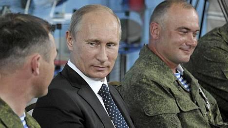 Presidentti Putin vieraili 31. ilmatorjuntaprikaatin tukikohdassa laskuvarjosotilaiden päivän aattona keskiviikkona.