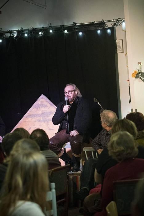 Jussi Parviainen kertoi kokemuksistaam tiistai-iltana ravintola Tubassa, Oulussa.
