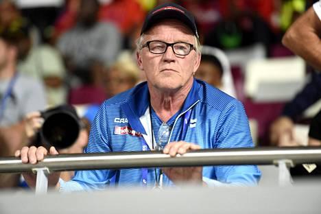 Matti Liimatainen on Maria Huntingtonin valmentaja. Hän on noussut suomalaisten suosikiksi leppoisalla olemuksellaan MM-kisojen aikana.