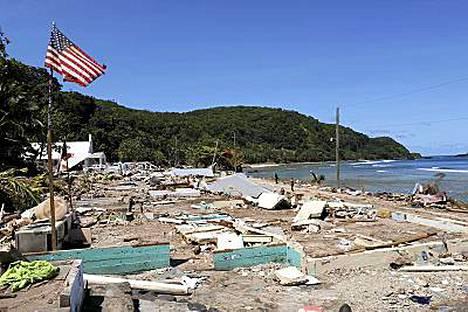 Tsunami tappoi noin 190 ihmistä Tongalla ja Samoalla viime syksynä.