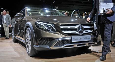Mercedes-Benzin E-sarja täydentyy Pariisissa kokonaan uudella All-Terrain-mallilla. Voimakas ja robusti maastohenkinen ulkonäkö sekä korotettu maavara erottavat mallin normaaleista E-sarjan farmareista.