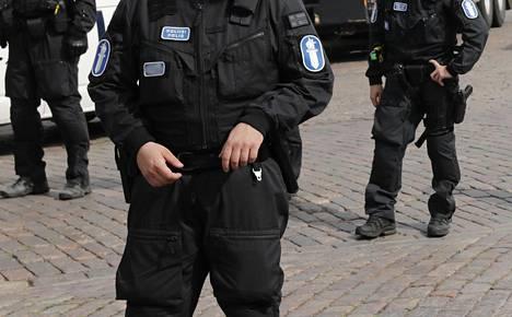 Poliiseja Helsingin Kauppatorilla Trumpin ja Putinin Suomen-vierailun yhteydessä heinäkuussa 2018.