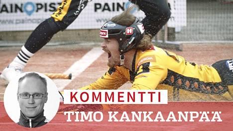 """Kouvolan Pallonlyöjät taistelee loppuun asti. Kuvassa """"Koplan"""" ensimmäisen juoksun sunnuntaina tuonut Tommi Mäentausta."""