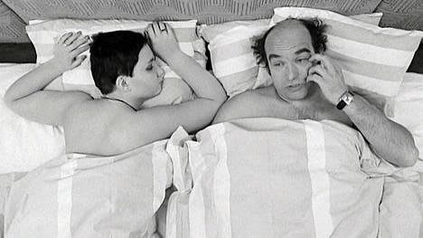 Arja Virtanen ja Mikko Majanlahti näyttelevät pääosia Mariaa ja Pekkaa vuonna 1974 valmistuneessa elokuvassa, jonka pohjana on Lionel Whiten romaani.