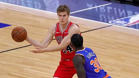 Olkapäävamma pysäytti Lauri Markkasen erinomaisesti alkaneen kauden NBA:ssa. Kuva ottelusta New York Knicksiä vastaan 3. helmikuuta.