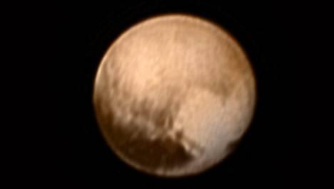 Heinäkuun 7. päivänä otetussa kuvassa Pluton pinnalla näkyy selvästi sydänkuvio.