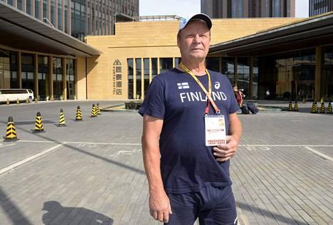 Keihäänheiton lajivalmentaja Kari Ihalainen aikoo kertoa Antti Ruuskaselle Pauli Nevalan terveiset ennen MM-finaalia.