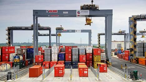 Cargotec valmistaa lastin- ja kuormankäsittelylaitteita. Sen liikevaihto oli viime vuonna noin 3,3 miljardia euroa.