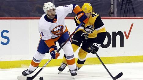 Kyle Palmieri (vas.) teki New York Islandersin voittomaalin.