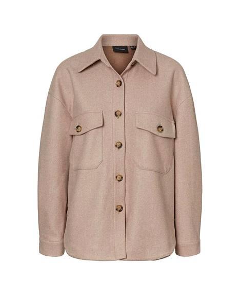 Shacket on tämän vuoden hittivaate. Paidan ja takin yhdistelmä sopii kylmiin talvipäiviin, 49,99 €, Vero Moda.