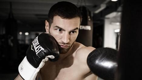 Edis Tatlin vastustaja Savonlinnan nyrkkeilyiltaan selvisi – kehään nousee tappioton espanjalainen