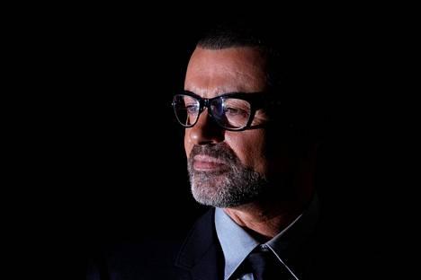 Karismaattisen miehen mietteliäs puoli. Monille saattaa tulla yllätyksenä, että George Michael ei suoranaisesti viihtynyt julkisuudessa.