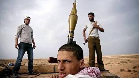 Libyan kapinalliset saivat täydennystä ampumatarvikkeisiin Bregan ja Ras Lanufin välisellä tiellä.