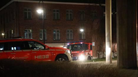 Pelastuslaitos sai ilmoituksen tulipalosta Alppikadulla kello 00.10.