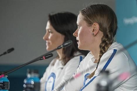 Aino-Kaisa Saarinen ja Johanna Matintalo tulevat hyvin toimeen keskenään.