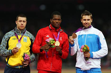 Vuoden 2012 Lontoon olympiakisojen mitalikolmikko: Oleksandr Pjatnitsa, Keshorn Walcott ja Antti Ruuskanen.