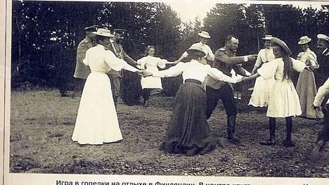 Tanssi oli suosittua ilonpitoa.
