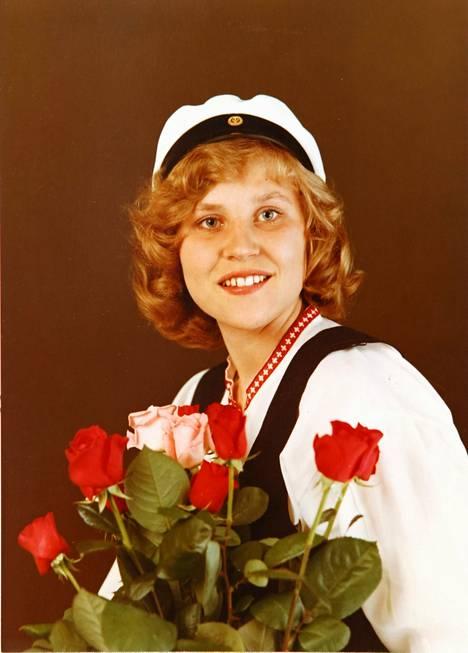1978: Eija Vilpas ylioppilaana Kellokoskella. Hän opiskeli tämän jälkeen opettajaksi, mutta pääsi Ylioppilasteatterin kautta Teatterikorkeakouluun.