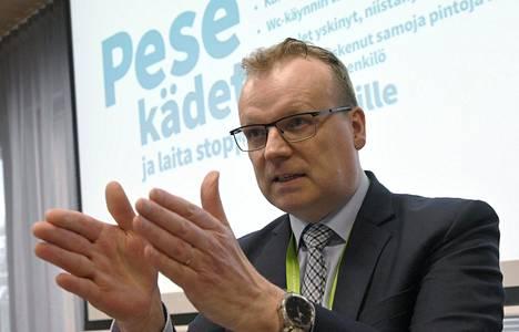 THL:n pääjohtaja Markku Tervahauta suositteli kansalaisille kangasmaskeja jo huhtikuussa.