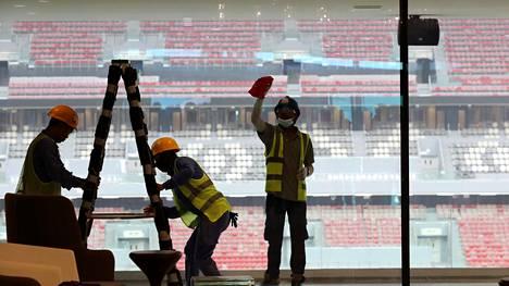 Työt jatkuvat Al Bayt -stadionilla.