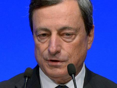 EKP:n pääjohtaja Mario Draghi ilmaisi tyytyväisyytensä kriisimaiden edistysaskeliin säästötoimissaan.