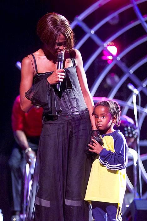 Kuusivuotias Bobbi Kristina oli lavalla äitinsä kanssa tämän The My Love Is Your Love World -kiertueella Chicagossa vuonna 1999.
