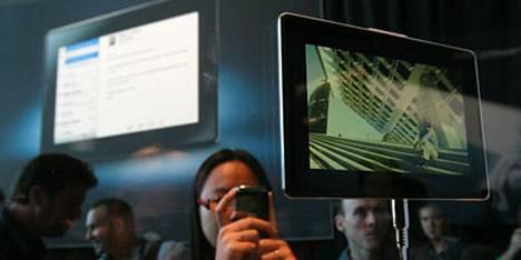 RIM-yhtymä julkisti maanantaina PlayBook-laittensa, josta ennustetaan kovaa kilpailijaa Applen iPadille.