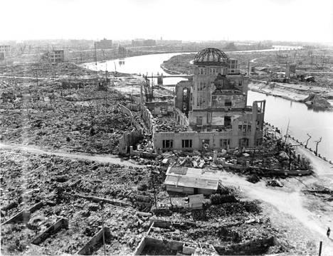 Hiroshiman teollisuusnäyttelyrakennus säilyi pystyssä ydinpommin räjähtäessä. Siitä tehtiin atomihyökkäyksen muistomerkki.