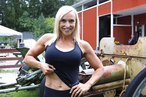Jutta Gustafsberg on vetänyt laihdutusohjelmaa, mutta hänen yhtiönsä tarjoaa myös laihdutuspalveluja netissä.