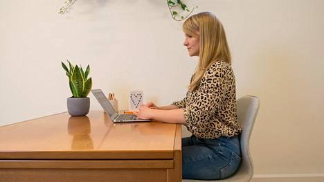 Aikuiset istuvat keskimäärin 5—6 tuntia päivässä.
