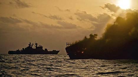Miinalaiva upotti merirosvoiksi epäiltyjen aluksen kansainvälisellä merialueella.