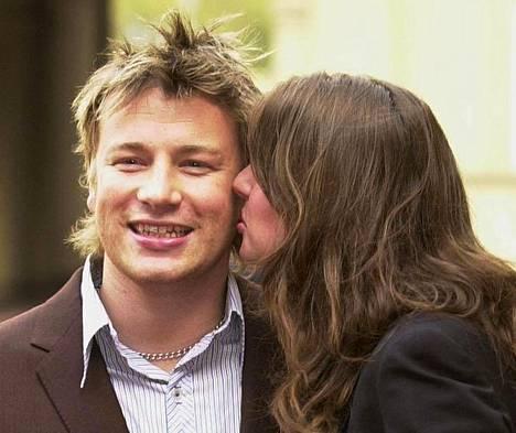Oliverin ja hänen vaimonsa Julesin omaisuuden arvon kerrottiin vuonna 2018 olevan 150 miljoonaa puntaa.