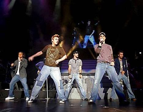 Backstreet Boys esiintyy Suomessa huhtikuussa. Tämä kuva on yhtyeen keikalta Singaporesta vuodelta 2006.