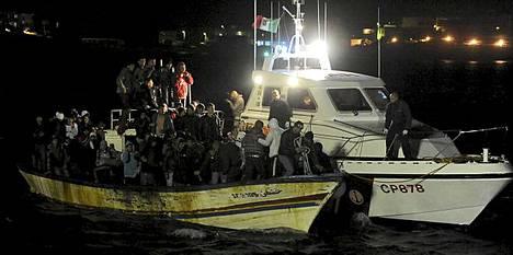 Italian rannikkovartiosto onnistui pelastamaan merestä vajaat 50 ihmistä.